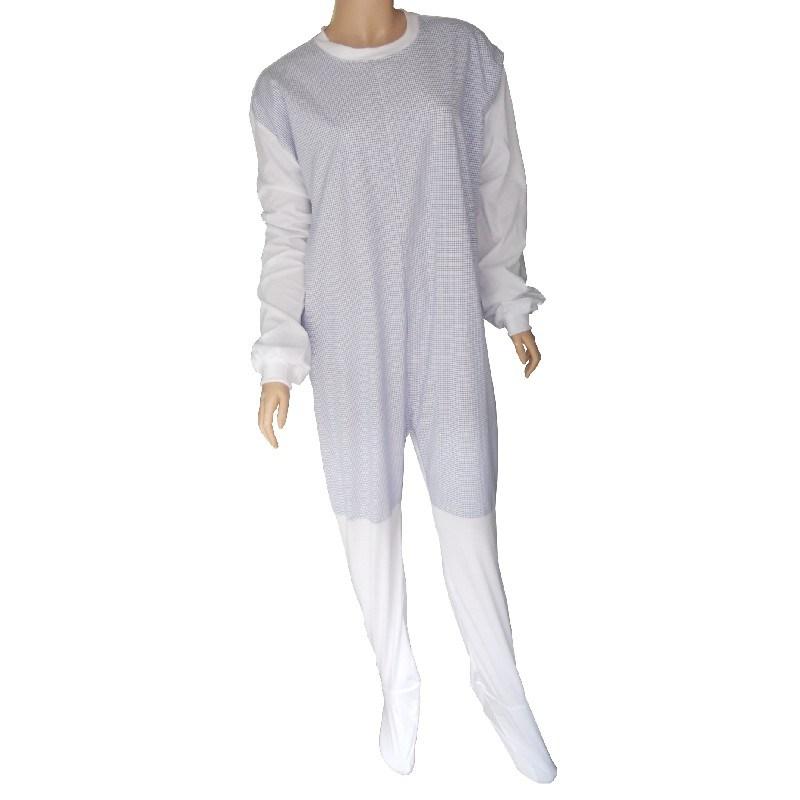 Pijama con cierres en la espalada y refuerzos.